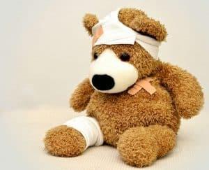 Wie lange dauert ein Erste-Hilfe-Kurs? - Eine Nahaufnahme von einem Teddybär - Komplexes regionales Schmerzsyndrom