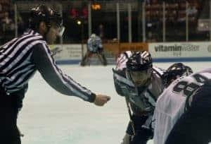 Schiedsrichter beim Eishockey