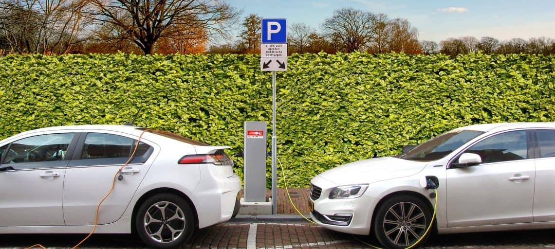 Elektroautos beim tanken